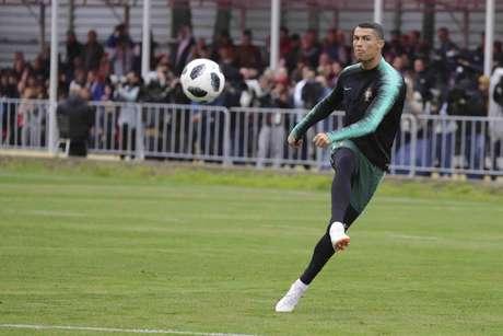 Cristiano Ronaldo é ídolo na Espanha e esperança portuguesa de afirmação diante dos rivais (FPF/Francisco Paraíso)