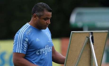 Roger Machado durante o treino dessa terça-feira, na Academia de Futebol (Foto: Cesar Greco)