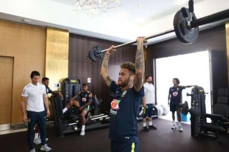 Neymar em treino no hotel da Seleção em Sochi