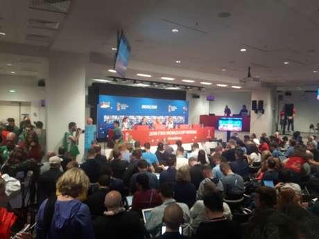 Centenas de jornalistas acompanham a coletiva da Rússia no estádio Luzhniki (Carlos Alberto Vieira)