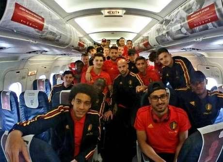 Seleção no avião rumo a Moscou (Foto: Reprodução / Twitter)