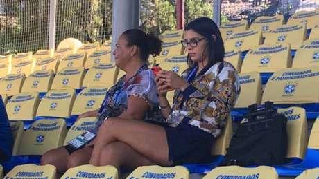 Mãe do Gabriel Jesus compareceu ao treino do Brasil