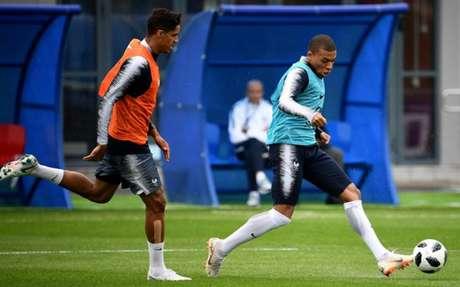 Mbappé voltou a treinar e afastou as dúvidas na França (Foto: Franck Fife / AFP)