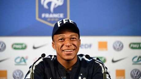 Mbappé, durante coletiva da França (Foto: FRANCK FIFE / AFP)