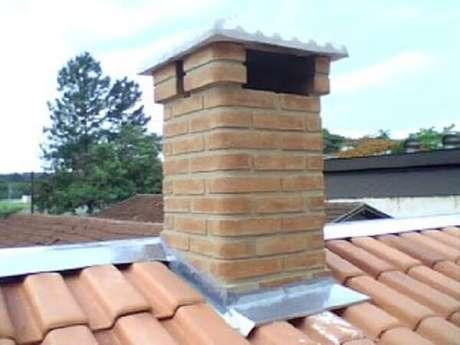 12- Depois de ultrapassar o telhado uns 50 cm, coloque a tampa que pode ser feita de concreto.