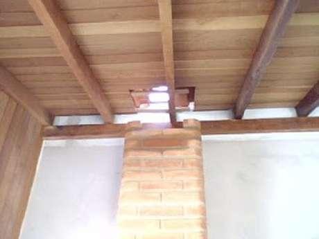 11 – Suba a chaminé até ultrapassar o telhado.