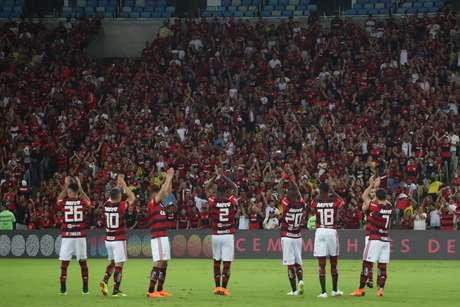 Jogadores do Flamengo agradecem a torcida antes de rodada do Brasileirão