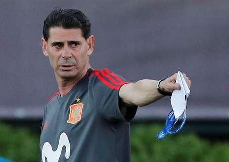 Seleção será comandada pelo ex-zagueiro Fernando Hierro