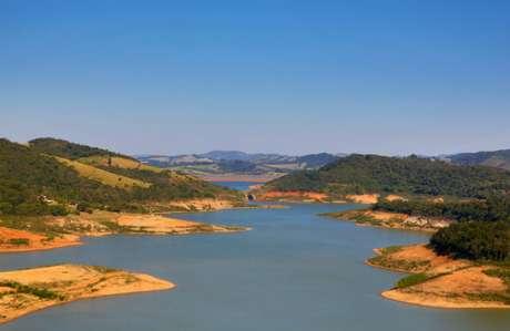 Represa de Joanópolis, do sistema Cantareira, com o volume de água baixo em 2015, durante a crise hídrica
