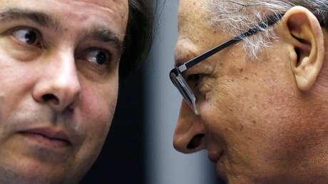 Alckmin (na foto, à direita) seria uma das alternativas para apoio de Maia na disputa pelo Planalto
