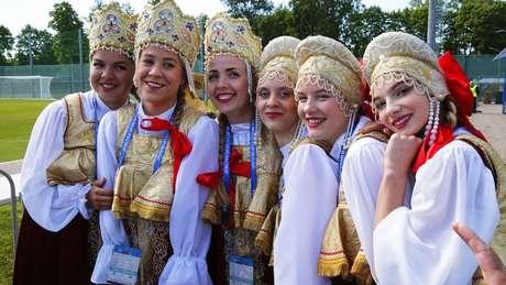 Mulheres russas com trajes típicos, num dos eventos preparatórios da Copa do Mundo de 2018