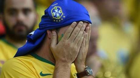 Torcedor brasileiro desolado na partida Brasil x Alemanha, na Copa de 2014, o fatídico 7 a 1