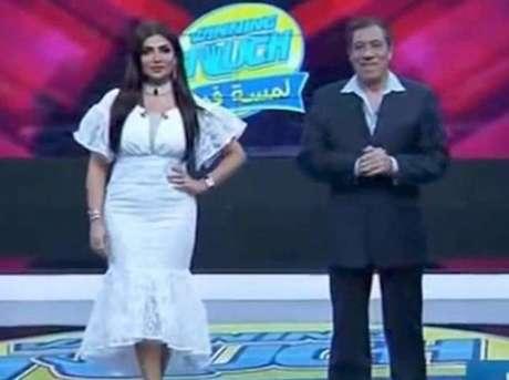 A apresentadora Amal Al-Awadhi foi alvo de críticas após usar o vestido da foto.