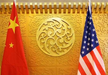 Bandeiras da China e dos Estados Unidos, em Pequim 27/04/2018 REUTERS/Jason Lee