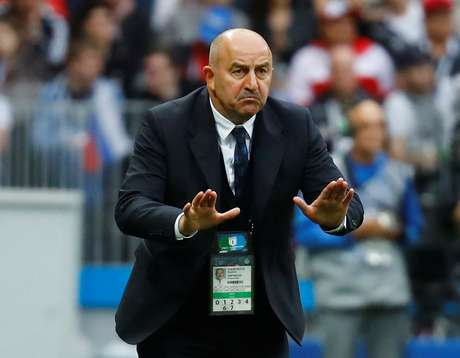 Stanislav Cherchesov durante jogo da Rússia com a Arábia Saudita  14/6/2018          REUTERS/Kai Pfaffenbach
