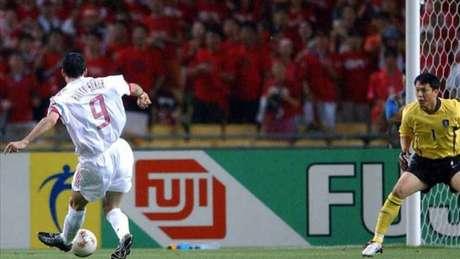 O turco Sukur fez, contra a Coreia do Sul, o gol mais rápido da história das Copas (FOTO: AFP)