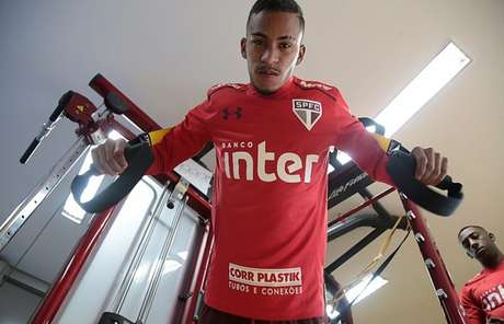 Aos 19 anos, Paulinho Boia pode até ser emprestado, mas quer vingar no Tricolor (Rubens Chiri/saopaulofc.net)
