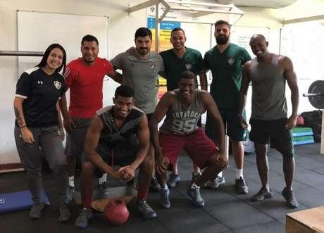 Marlon (agachado, à esquerda) está fazendo treinos na academia do CT de Xerém (Arquivo pessoal)