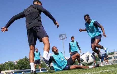 Jogadores treinam na Rússia (Foto: Divulgação)