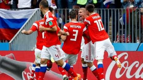 Gazinsky marcou o primeiro gol da Copa. Veja em imagens como foi Rússia x Arábia Saudita