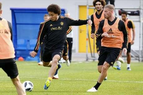 Witsel em treino da Bélgica nesta quinta-feira (Foto: Reprodução / Twitter)