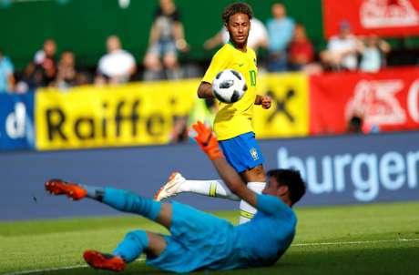 Neymar marca gol contra a Áustria, no último amistoso da Seleção antes da Copa