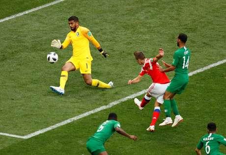 Denis Cheryshev marca seu segundo gol pela Rússia sobre a Arábia Saudita