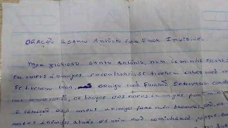 Suspeito carregava prece escrita à mão a Santo Antônio para 'ficar invísivel'