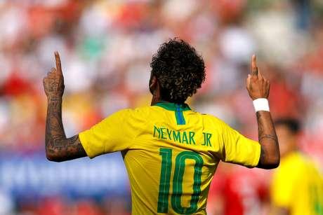 Neymar comemora gol no jogo contra a Áustria