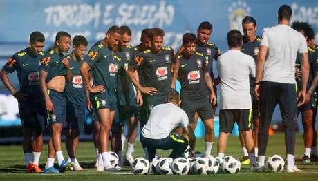 Elenco do Brasil treina na Rússia