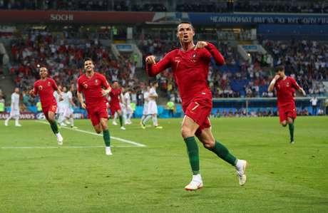 Cristiano Ronaldo comemora o seu terceiro gol na partida contra a Espanha