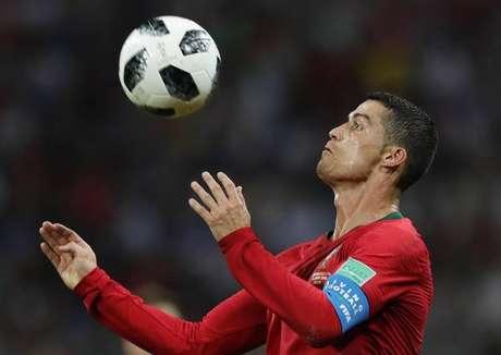 CR7 brilha e arranca empate com Espanha em jogaço ac8bd5b326631
