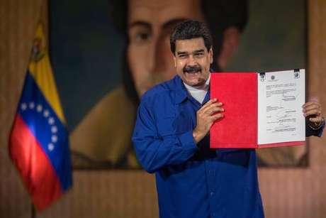 Maduro renova governo e indica mulher como vice