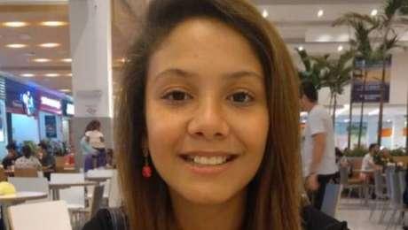 A menina Vitória Gabrielly, de 12 anos, saiu de casa para andar de patins e desapareceu