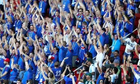 """Torcida da Islândia, e o seu tradicional grito """"Skol"""", sempre apoiaram a seleção europeia durante toda a campanha na Copa"""
