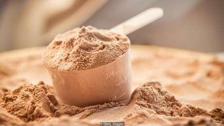 Muita gente consome produtos de nutrição esportiva, como shakes e barrinhas de proteína
