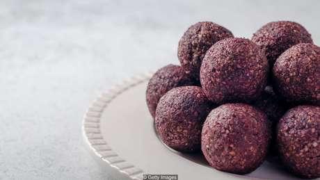 Alimentos ricos em proteína muitas vezes são calóricos e podem conter grande quantidade de carboidrato