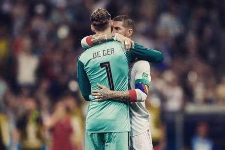 Goleiro ganhou o apoio público de Sergio Ramos, capitão espanhol, mas é criticado pelo frango (Reprodução/Twitter)