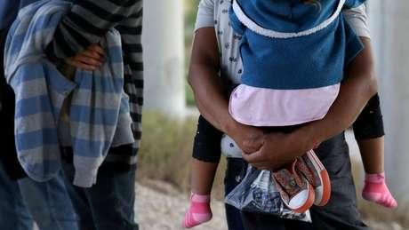 Há relatos de famílias que ficaram separadas por semanas e até meses