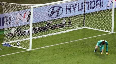 Goleiro espanhol De Gea leva gol em jogo contra Portugal