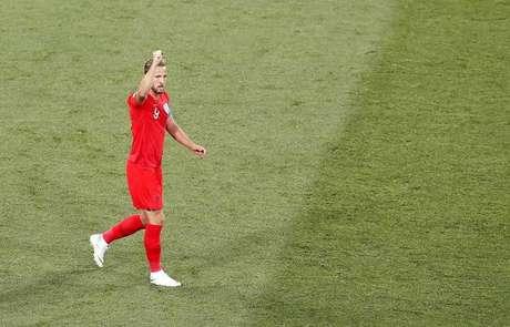 Kane salva Inglaterra de tropeço contra Tunísia