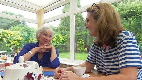 """""""Depois (da mastectomia) vou ter que viver com a falta do seio de um lado, mas eu consigo superar isso. Não é o fim do mundo"""", diz Margaret, de 86 anos"""
