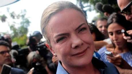 Atual presidente nacional do PT, Hoffmann integrou quadros locais do PT no Paraná e foi ministra da Casa Civil no governo Dilma