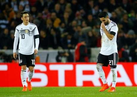 Mesut Ozil e Ilkay Gundogan durante amistoso da Alemanha contra a França 14/11/2017 REUTERS/Thilo Schmuelgen