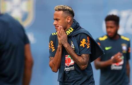 Neymar no treino da Seleção desta terça antes de abandonar a atividade