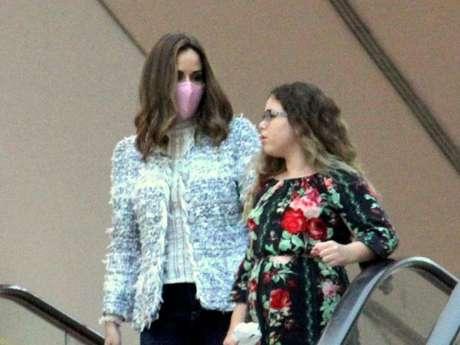 Ana Furtado usa máscara em passeio, após iniciar quimioterapia contra câncer, nesta terça-feira, dia 19 de maio de 2019