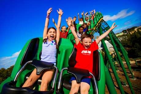 Montanha-russa Dragon Ride no parque Legoland, na Florida