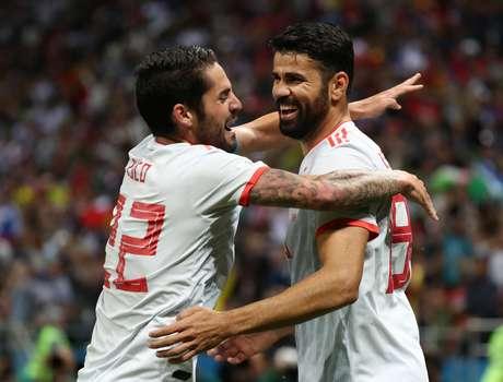 Diego Costa e Isco comemoram gol da Espanha