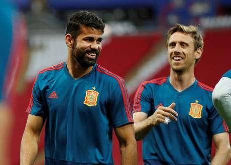 Diego Costa e Nacho Monreal em treinamento da Espanha