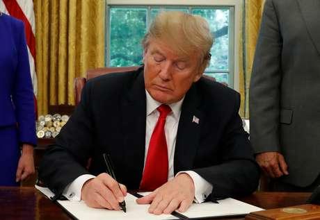 Trump assina decreto sobre imigração na Casa Branca  20/6/2018    REUTERS/Leah Millis